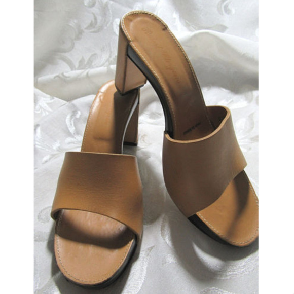 16db9606a7 Robert Clergerie Tan Leather Platform Chunky Heels.  M_5b6a4d65951996a7c1db1503